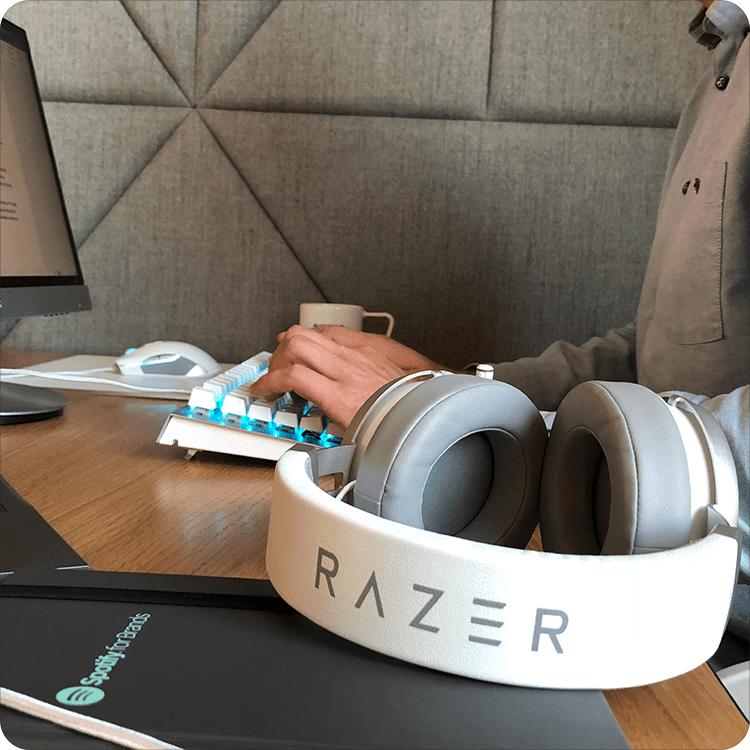 Pisanie na klawiaturze Razer BlackWidow X Chroma Mercury