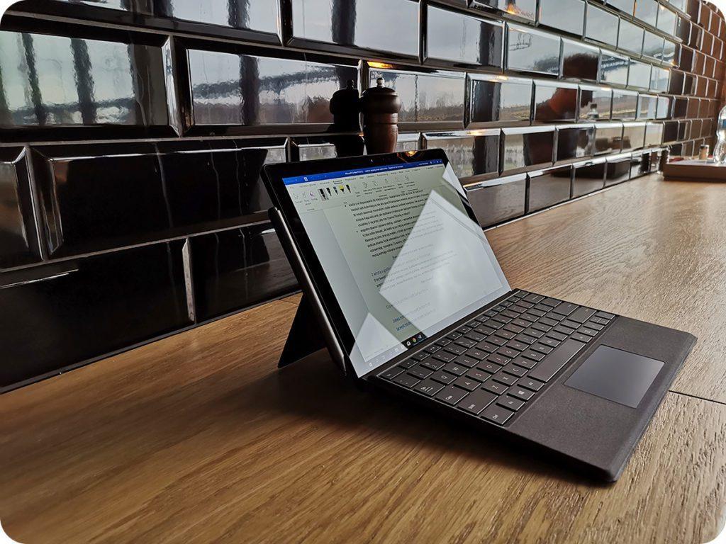 Surface Pro 6 z klawiaturą i rysikiem