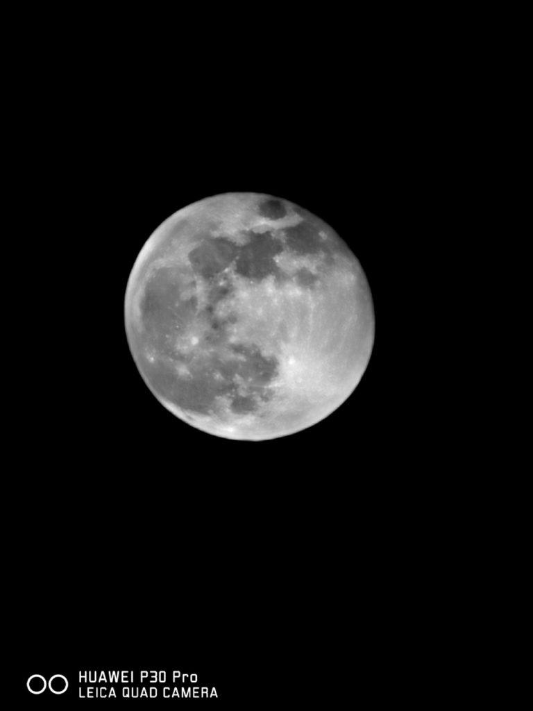 Huawei P30 Pro zdjęcie księżyca