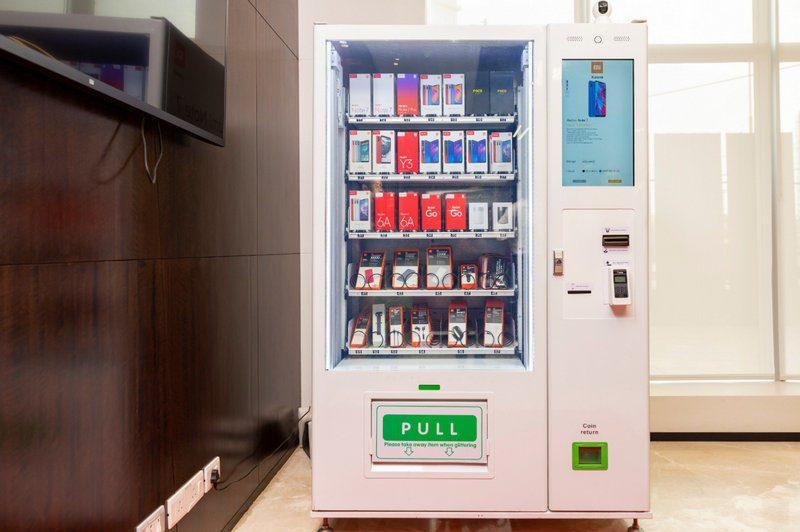 Smartfon z automatu? Xiaomi stawia maszynę z produktami marki