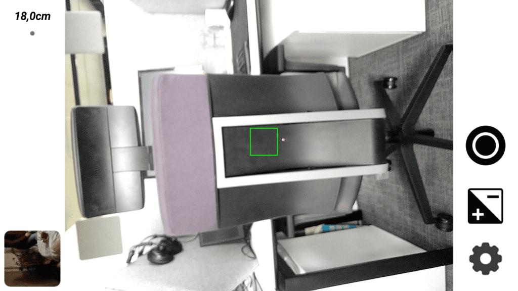 CAT S61 w trakcie pomiaru dalmierzem laserowym