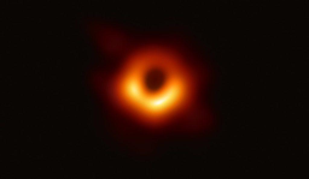 czarna dziura m87