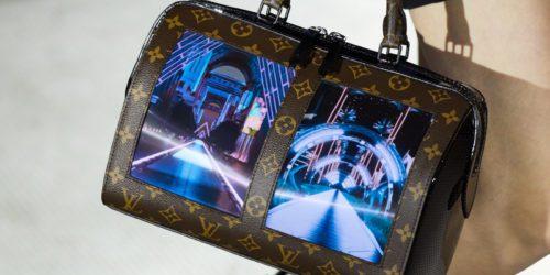 Louis Vuitton zaprezentował prototyp torebki z elastycznym wyświetlaczem. Jest elegancko.