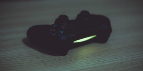 Sony chce, byśmy wiązali się z PlayStation Plus na dłużej. Dlatego podnosi cenę za miesiąc korzystania z usługi