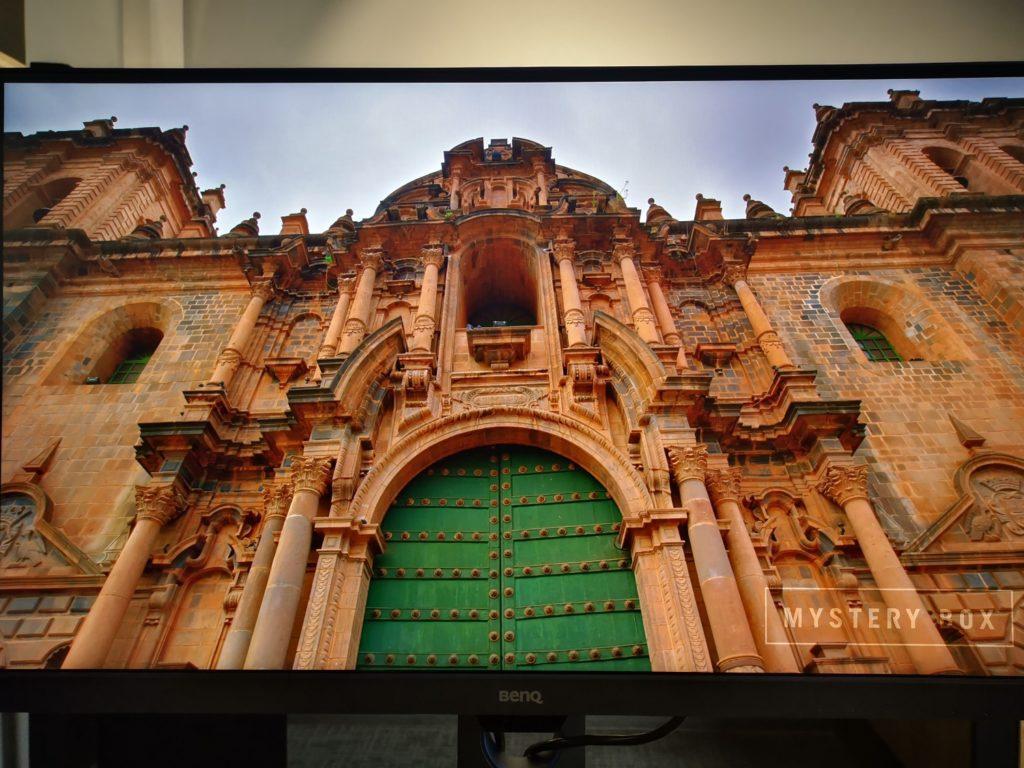 Monitor BenQ PD2700U obraz miasta