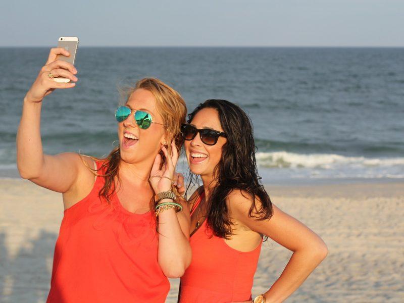 Wakacyjne wskazówki – jak zrobić perfekcyjne selfie?