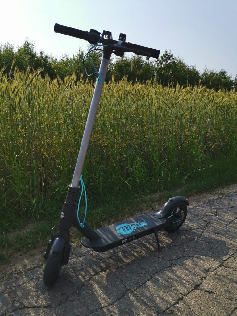 Hulajnoga elektryczna Motus Scooty 8,5 stopka boczna