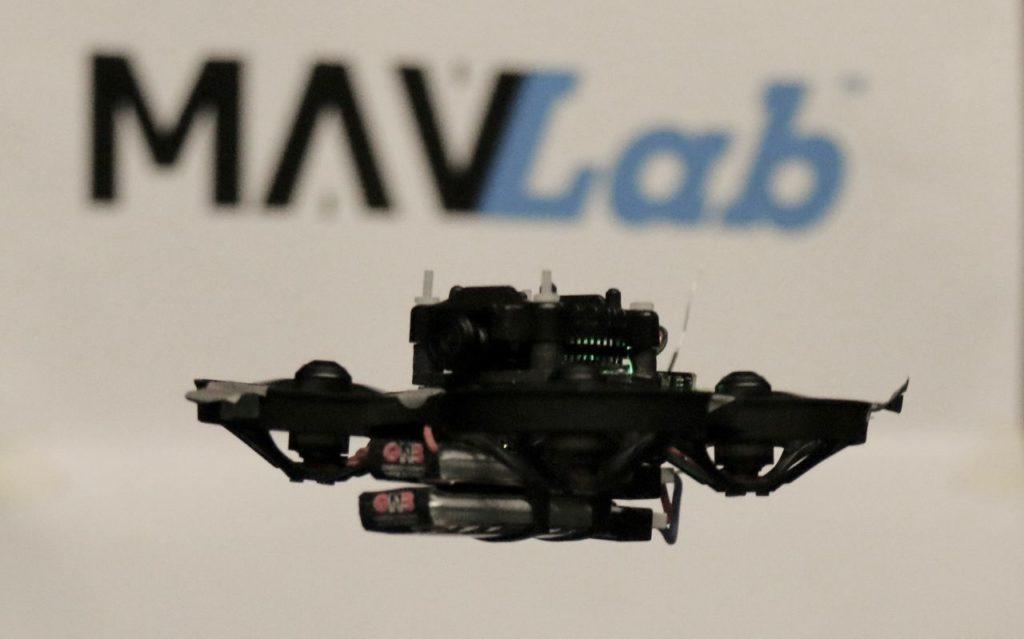 Najmniejszy autonomiczny dron wyścigowy stworzony przez TU Delft