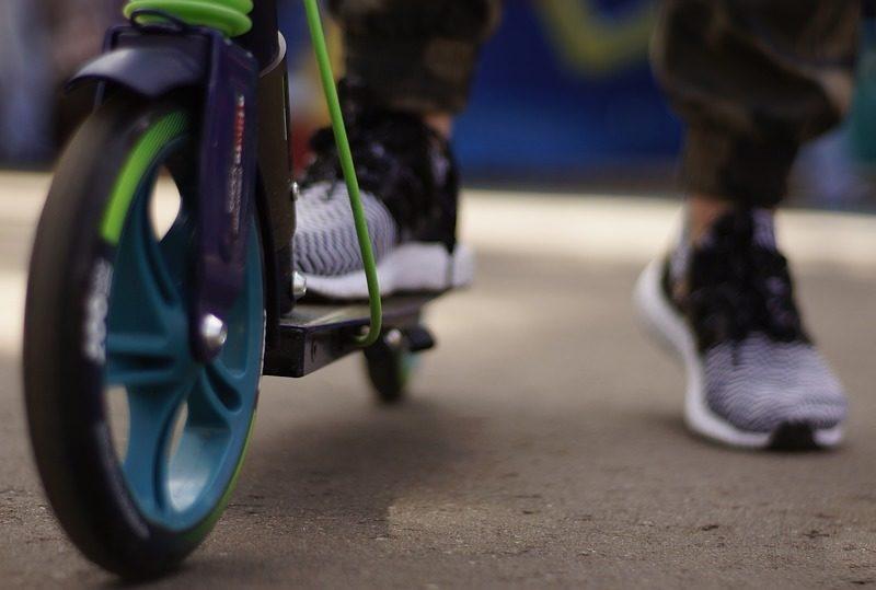 Hulajnogi elektryczne na równi z rowerami. Projekt nowych przepisów oficjalnie przedstawiony