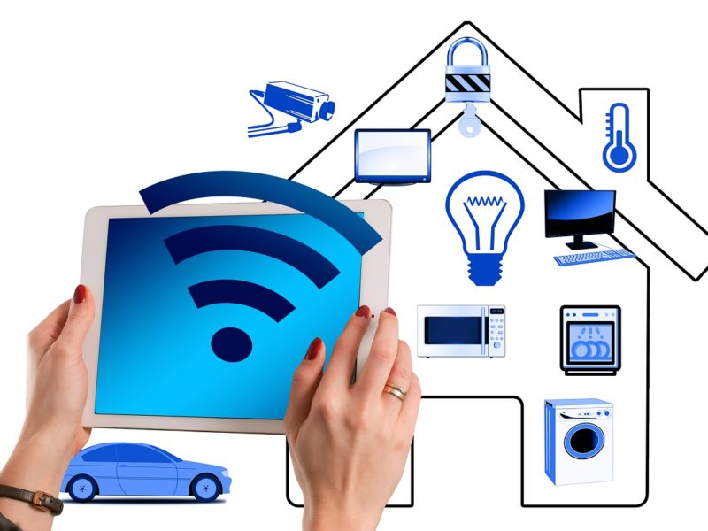Jak zabezpieczyć dom podczas wyjazdu na wakacje? Technologiczne pomysły
