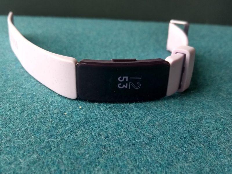 Test i recenzja Fitbit Inspire HR. Na ile smartband Fitbit jest fit?