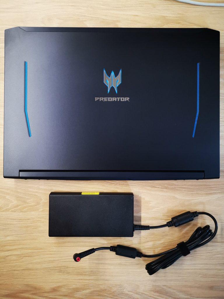 Predator Helios 300 laptop z zasilaczem