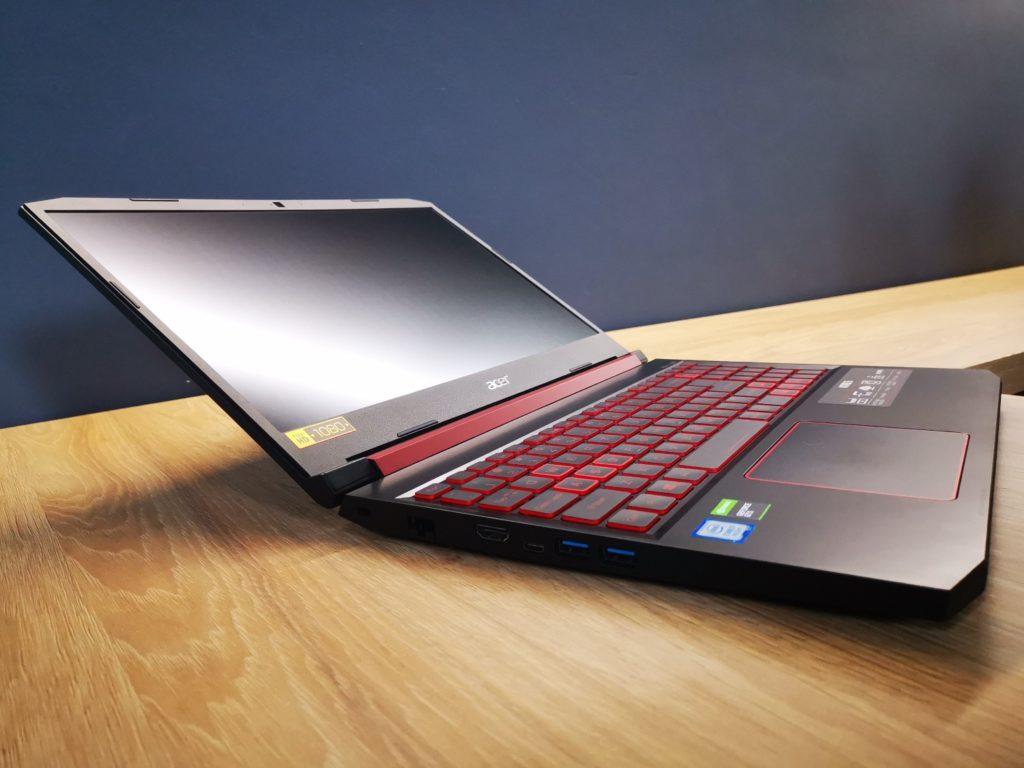 rozłożony laptop Acer Nitro 5