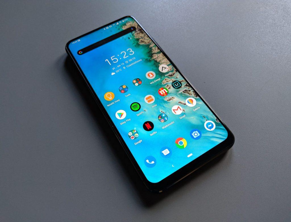 Asus Zenfone 6 zdjęcie frontowe telefonu z widocznym systemem