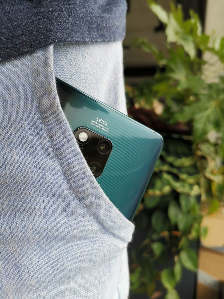 Huawei Mate 20x w kieszeni