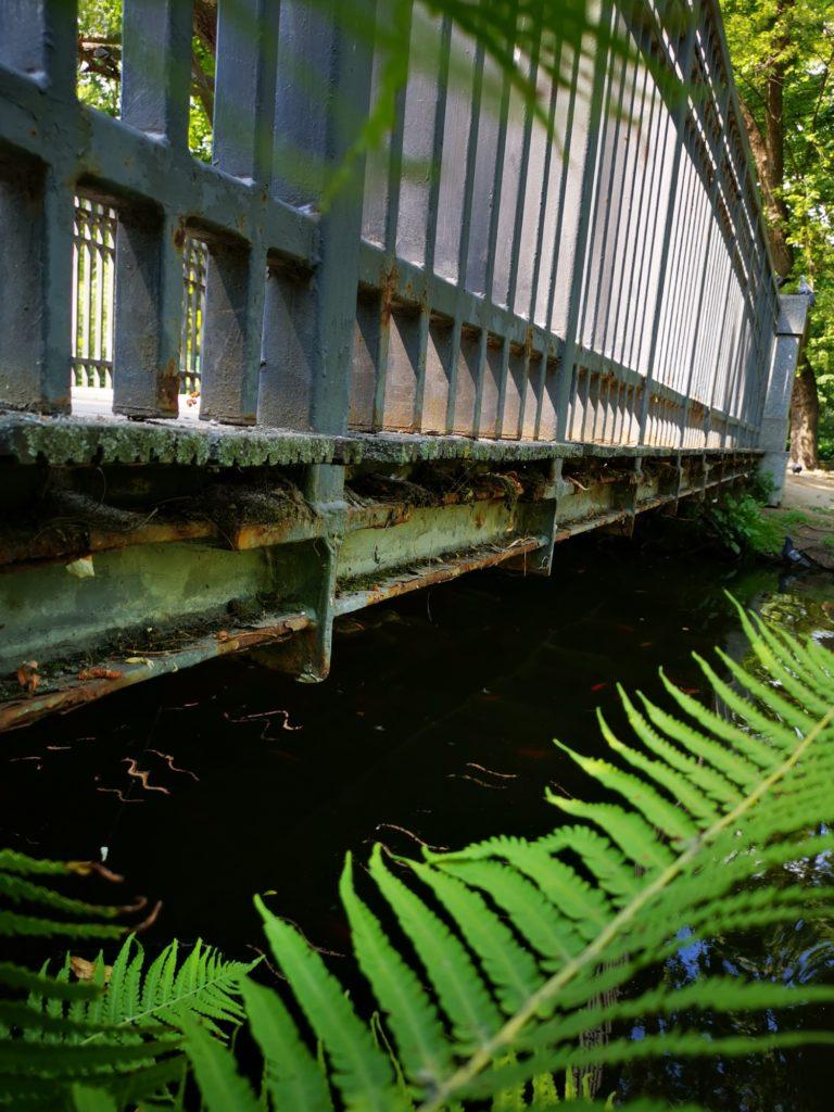 Huawei Mate 20x zdjęcie mostku nad wodą