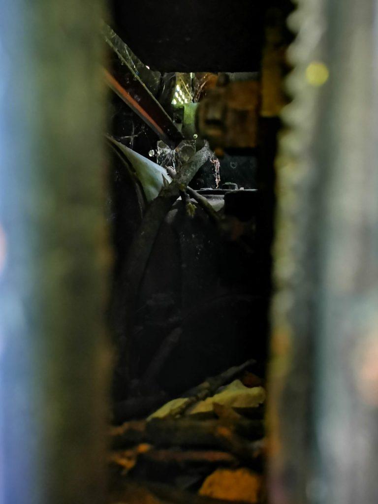 Huawei Mate 20x zdjęcie nocne wnętrze lokomotywy