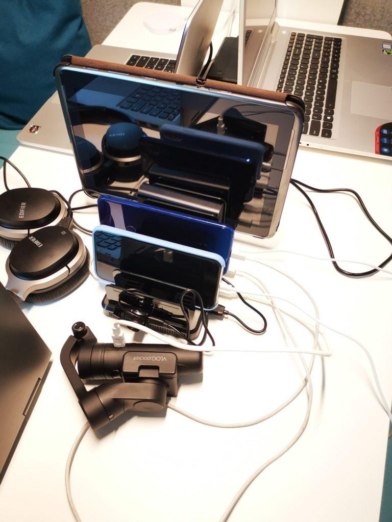 Ustawione w pionie urządzenia Unitek 8x USB