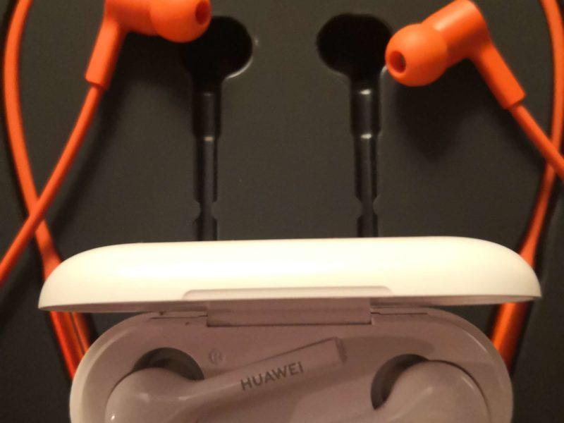 Recenzja słuchawek Huawei FreeBuds Lite i Huawei FreeLace. Co trzy głowy, to nie je jedna