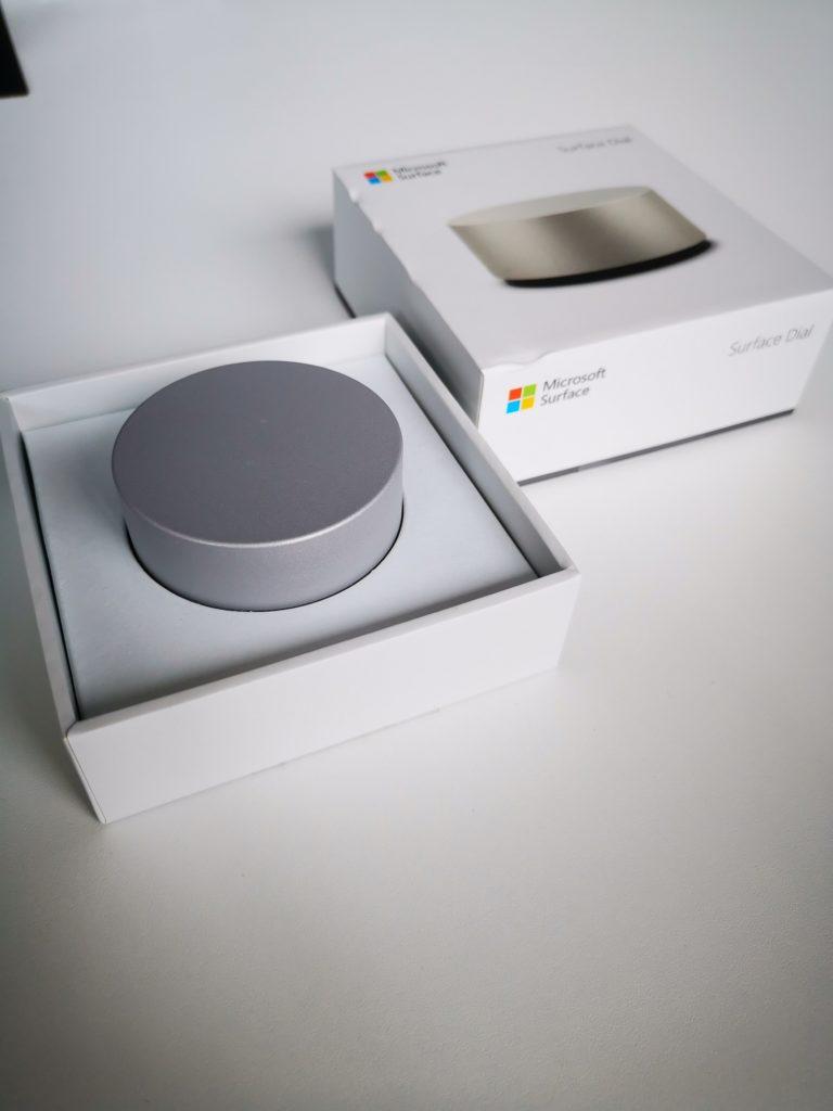 Microsoft Surface Dial w pudełku