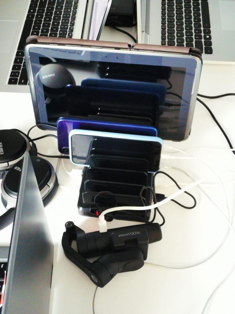 urządzenia w stacji ładującej Unitek 8x USB