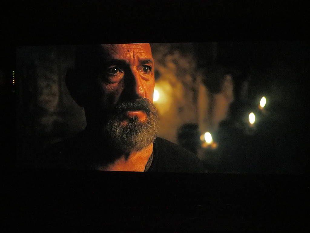 kadr z filmu exodus: bogowie i królowie wyświetlany na ekranie philipsa 55OLED854