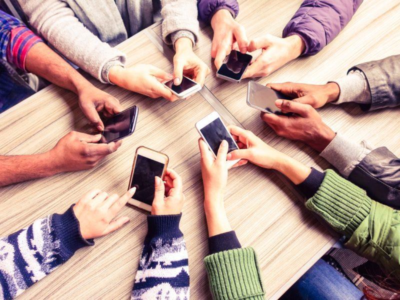 Jaki smartfon do 1000 zł warto kupić? Sprawdzamy średniobudżetowce z niższej półki
