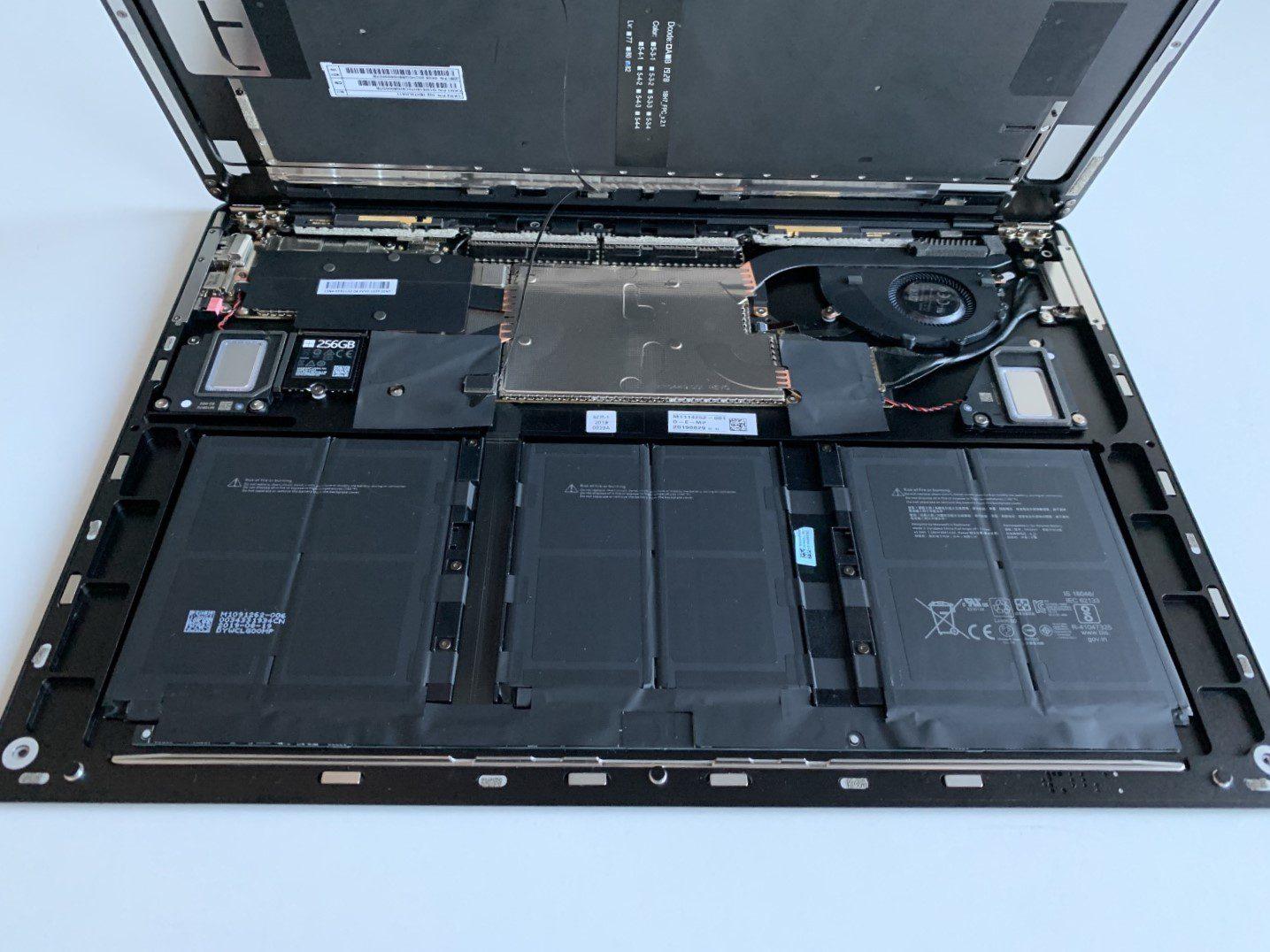 wnętrze surface laptop 3 15