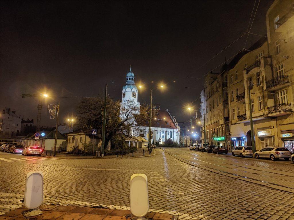 Zdjęcie z ASUS ROG Phone II Poznań, rynek wildecki nocą