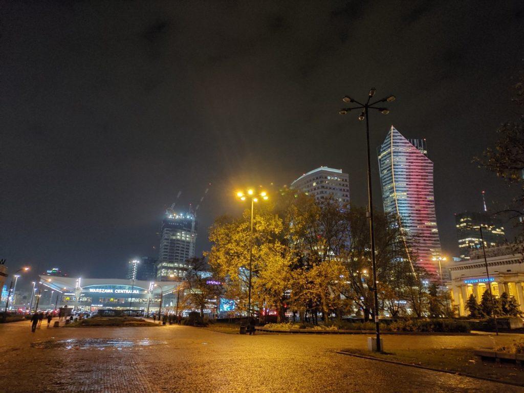Zdjęcie z ASUS ROG Phone II Warszawa Centralna nocą