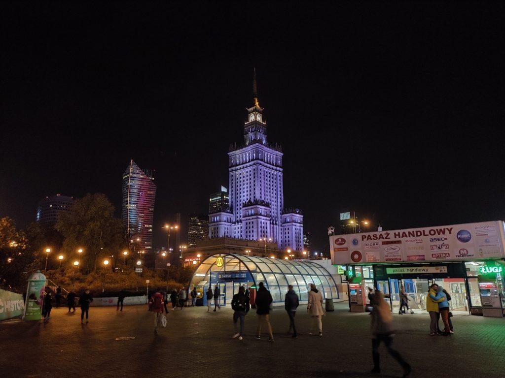Zdjęcie z ASUS ROG Phone II Pałac Kultury i stacja metra nocą