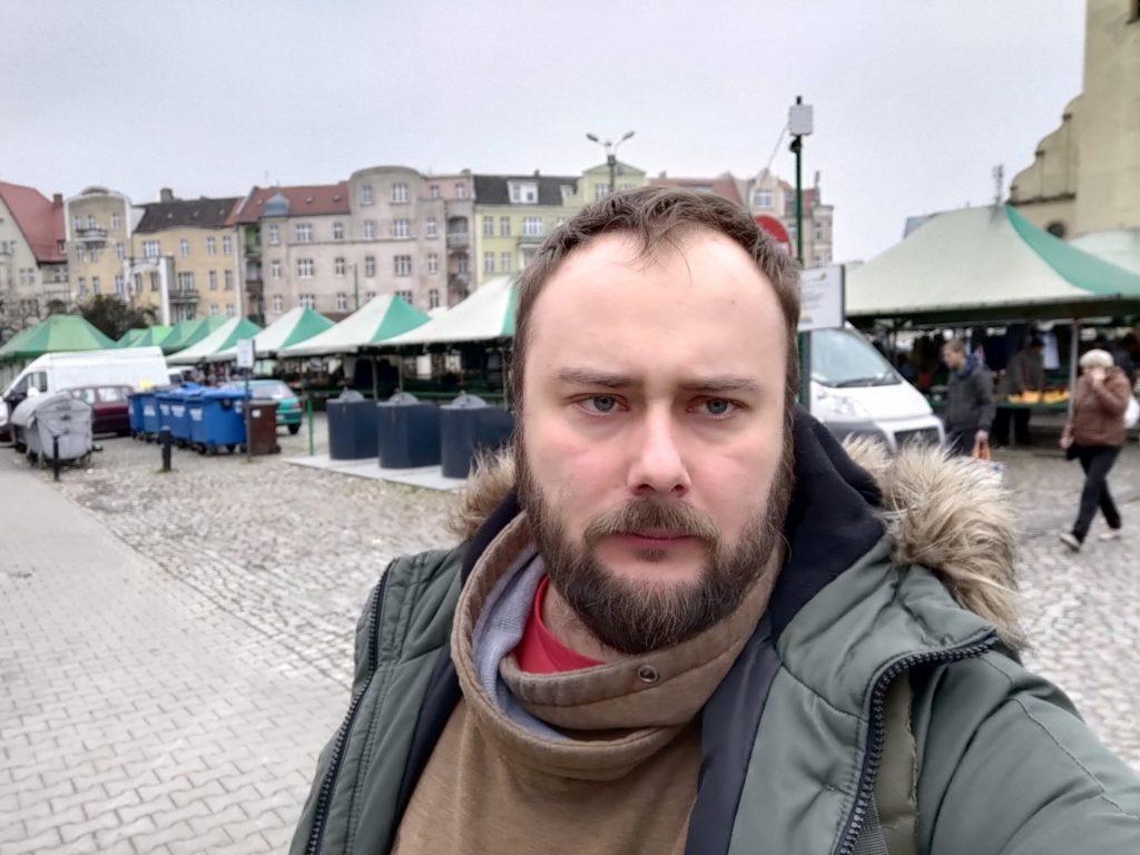 Zdjęcie z ASUS ROG Phone II Poznań, rynek Wildecki, selfie