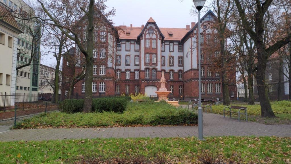 Zdjęcie z ASUS ROG Phone II Poznań, rynek Wildecki, park