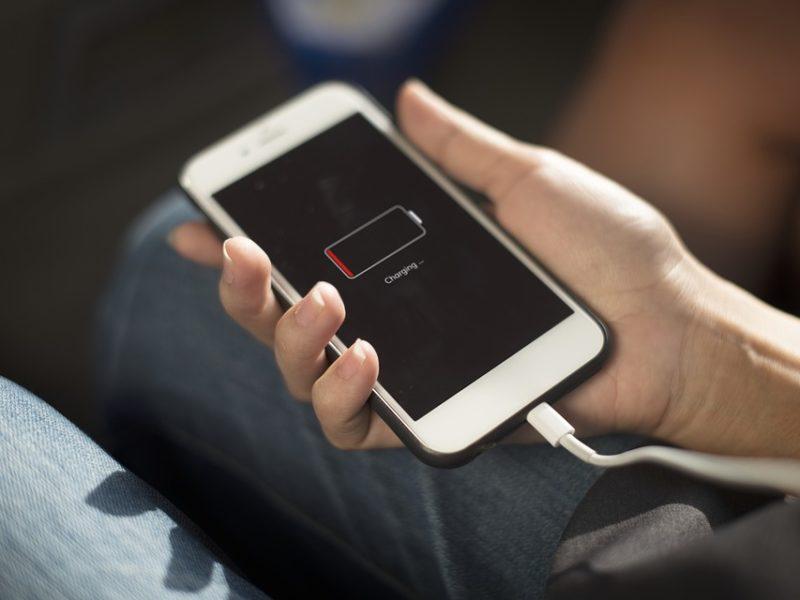 Jak oszczędzać baterię w smartfonie? Proste triki dla telefonów z systemem Android