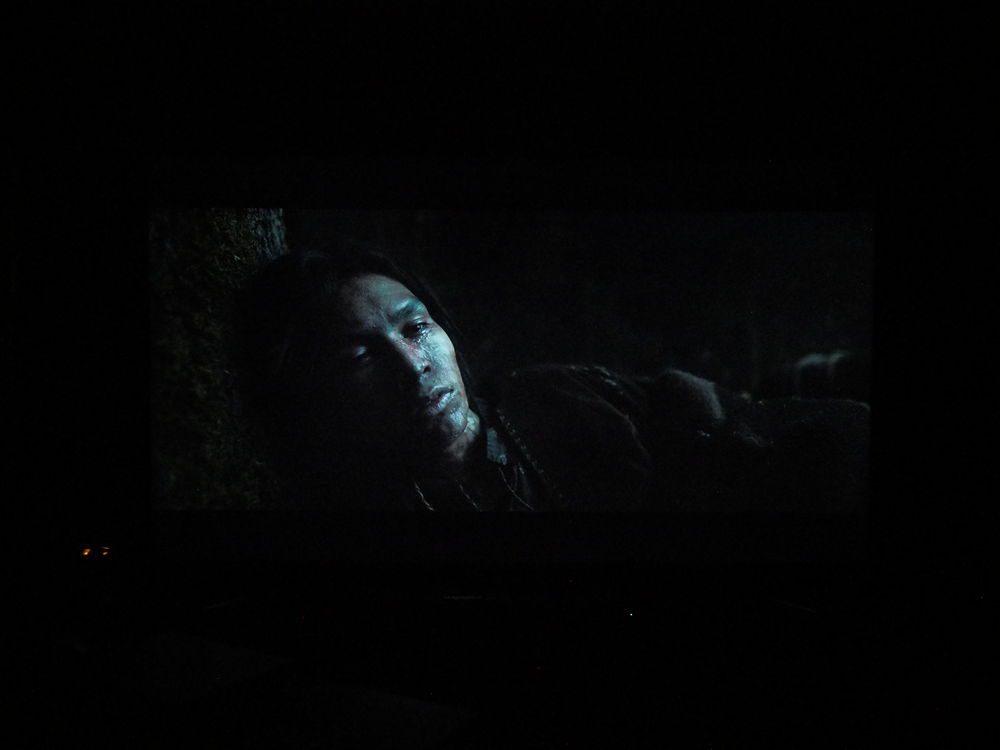 scena z filmu zjawa na ekranie sony 55xf9005