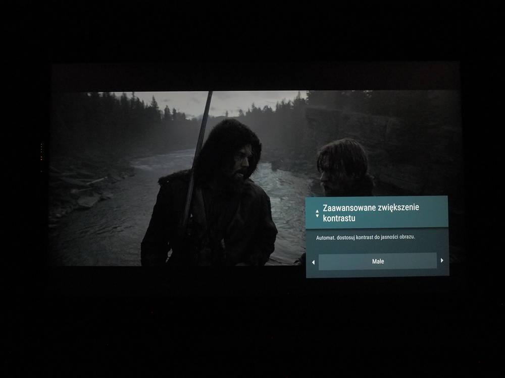 przykład działania funkcji zwiększania kontrastu w telewizorze Sony 55xg8596