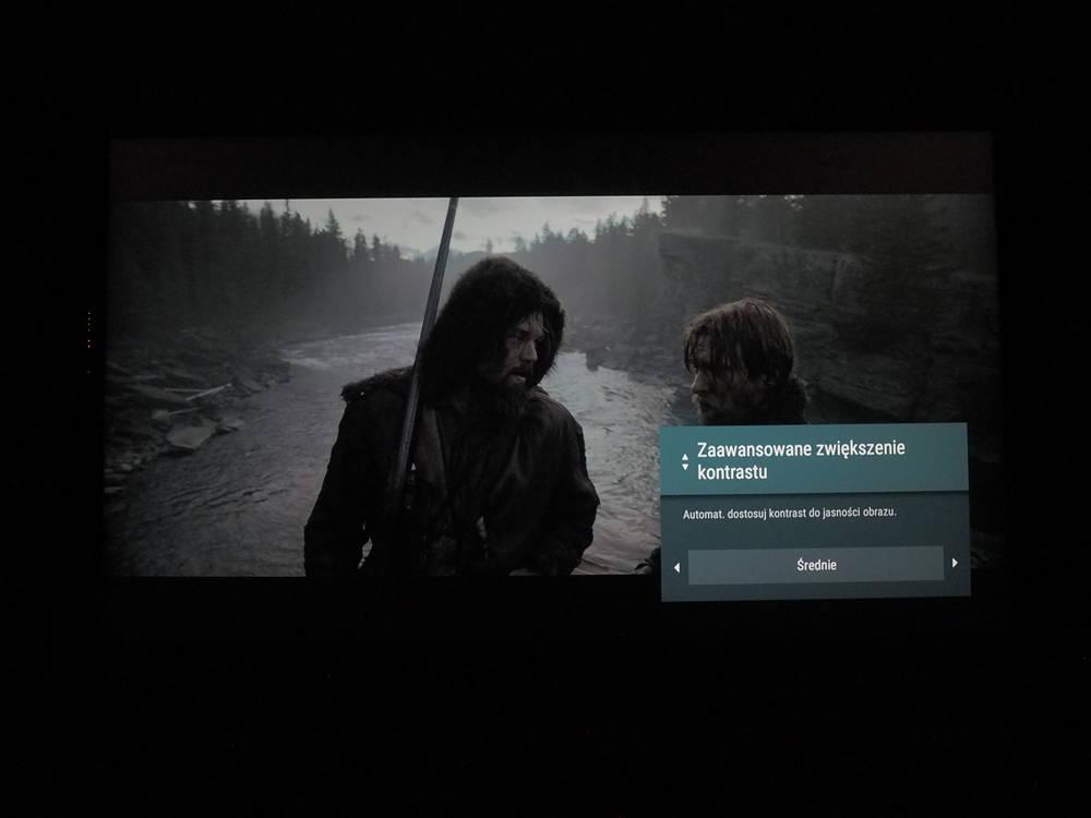 przykład działania funkcji zwiększania kontrastu w telewizorze Sony 55xg8596 na poziomie średnim