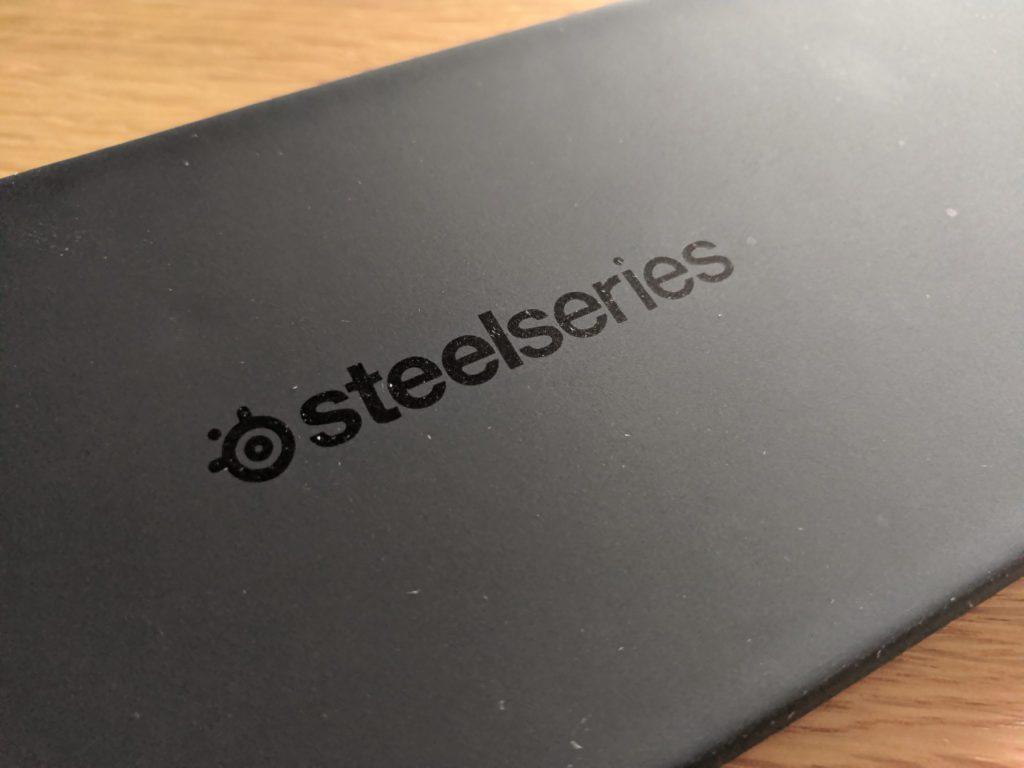 SteelSeries Apex Pro Omnipoint góra podpórki pod nadgarstki i logo