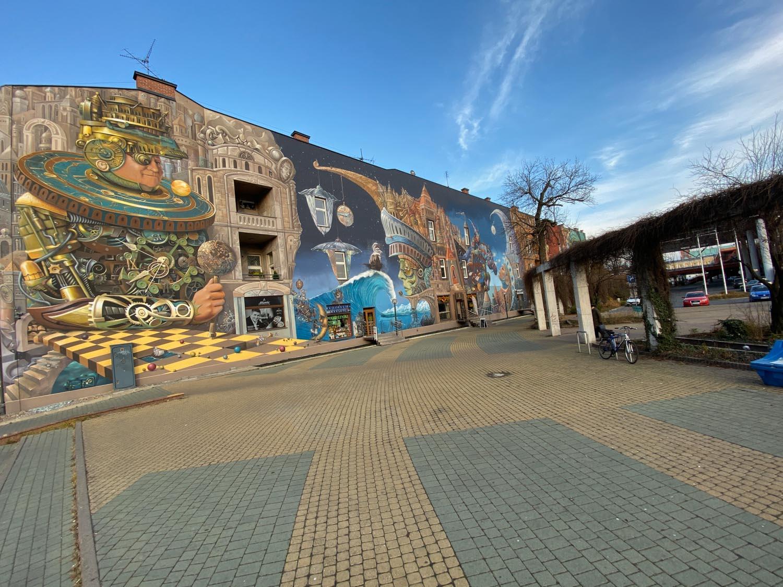 Mural przy PKP w Częstochowie