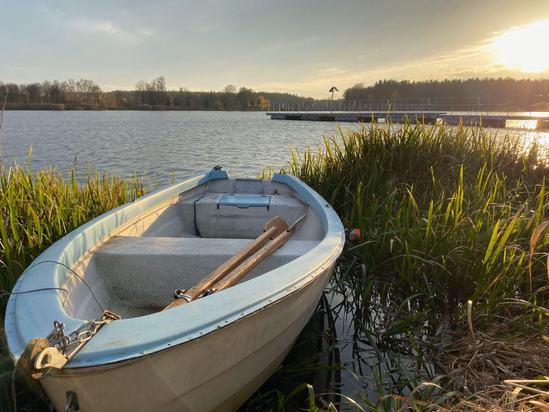 Łódka na stawie w Blachowni