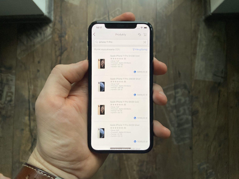 przód iPhone 11 Pro w ręce