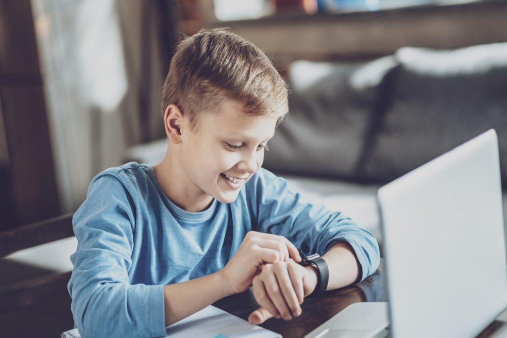smartwatch dla chłopca