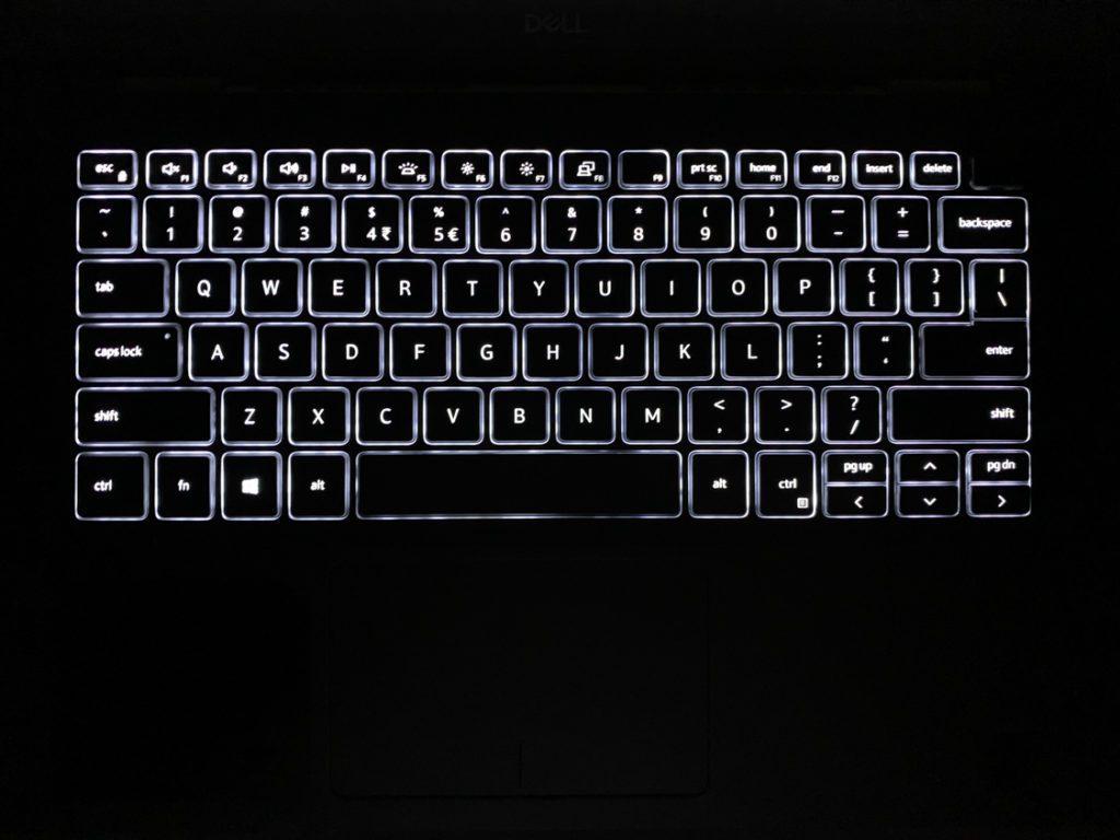Dell Inspiron 5490 podswietlana klawiatura