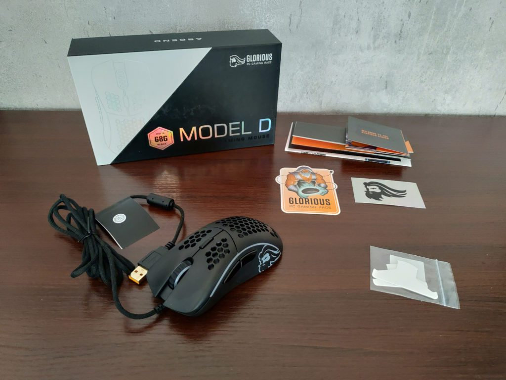 Glorious PC Gaming Race Model D zawartość pudełka
