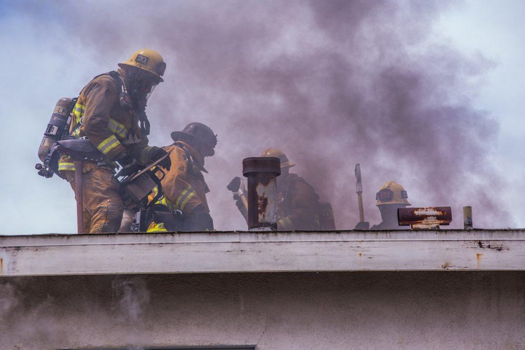 pożar domu strażacy