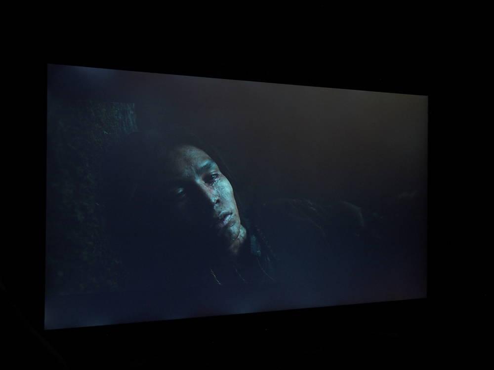 """scena z filmu """"zjawa"""" wyświetlana na ekranie lg55sm8600"""
