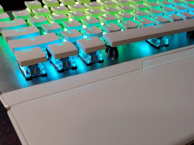 Recenzja klawiatury Roccat Vulcan 122 AIMO Tactile – industrialna stylistyka i niski profil