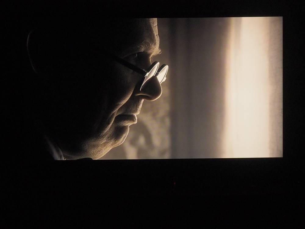kadr z filmu The Darkest Hour na ekranie Philipsa 50PUS8804