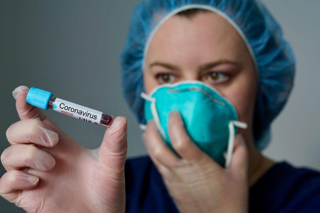 krew w probówce koronawirus