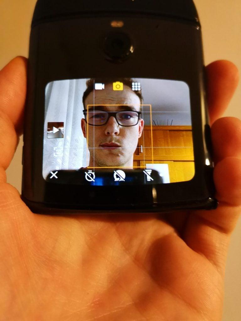Motorola Razr zdjęcie przednim aparatem